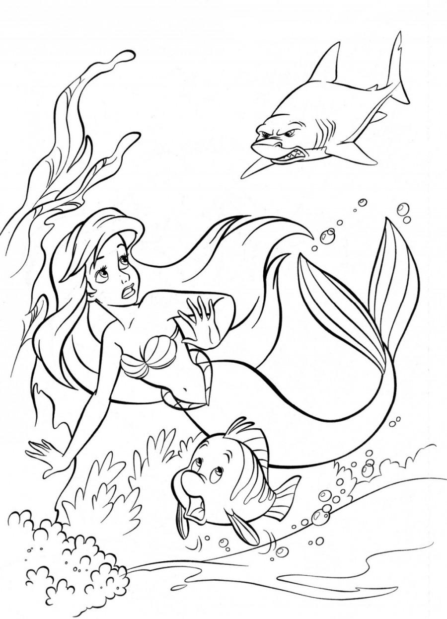 Ариэль и Флаундер спасаются от акулы - раскраска №318 ...