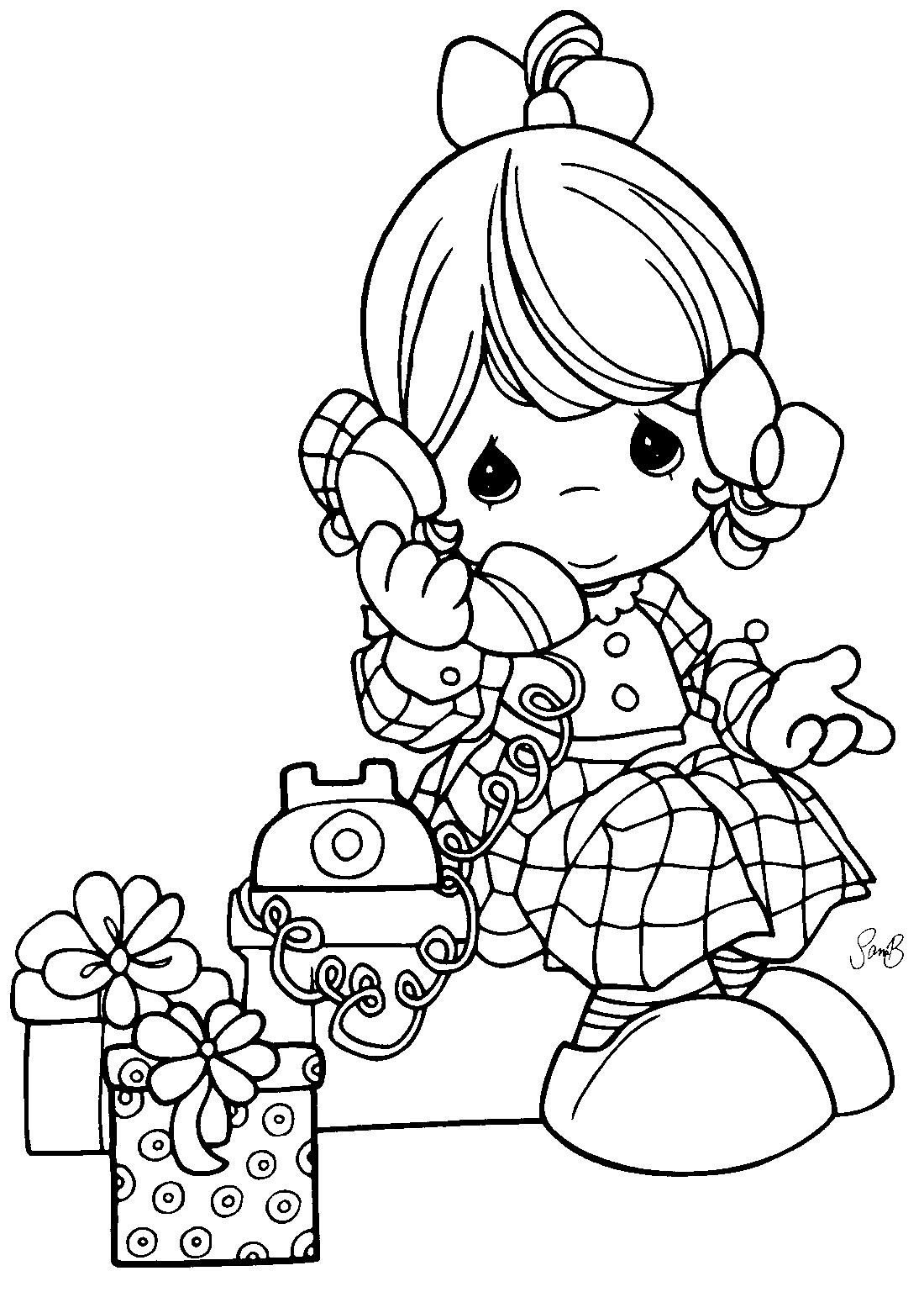 Девочка с телефоном раскраска